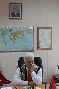 Sub portretul liderului nistrean Igor Smirnov, Valerian Tulgara oferă versiunea oficială