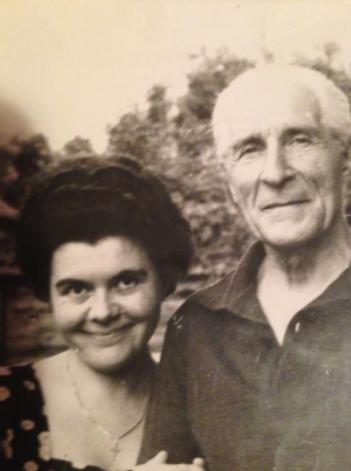 Ilie Lazar cu fiica sa Lia, in timpul domiciliului obligatoriu in Baragan