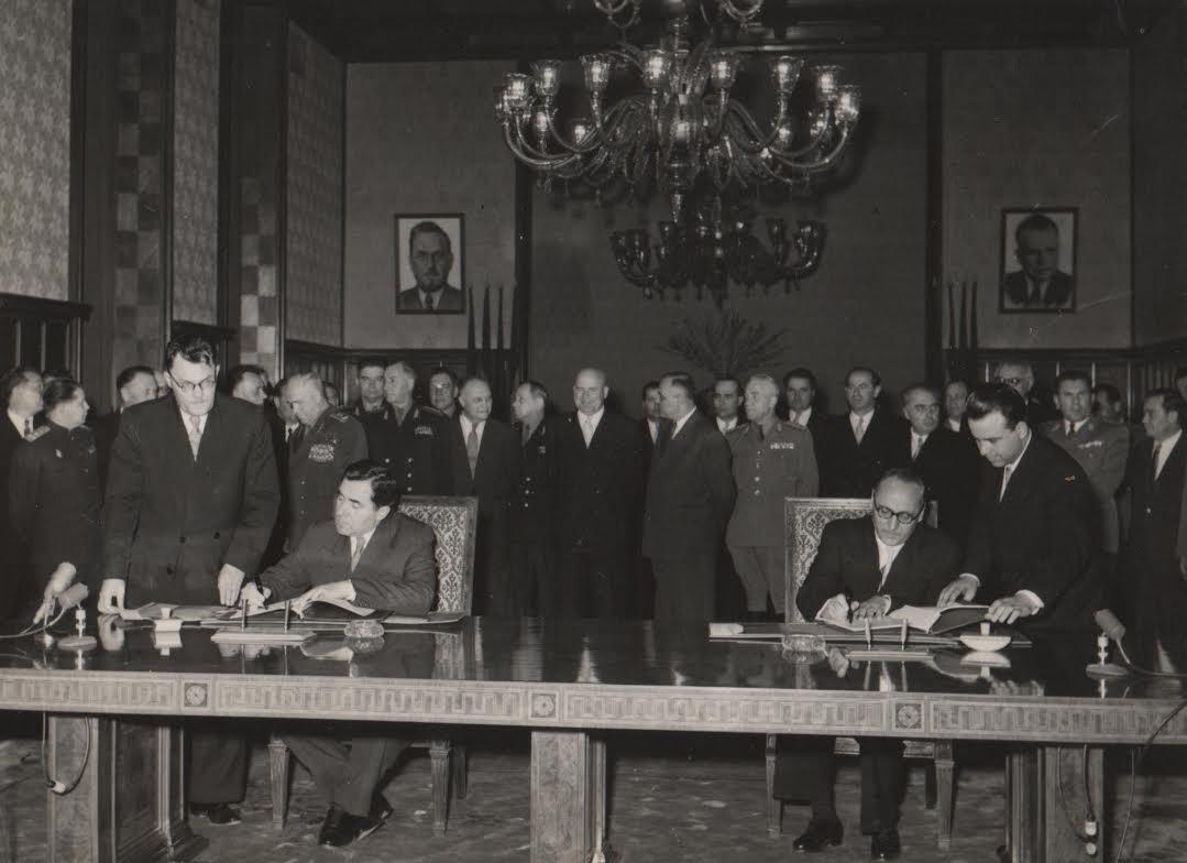 15 aprilie 1957 - Bucuresti. Andrei A. Gromiko (Ministrul Afacerilor Externe al URSS) și Grigore Preoteasa (Ministrul Afacerilor Externe din România) semnează un acord foarte important pentru România și URSS.